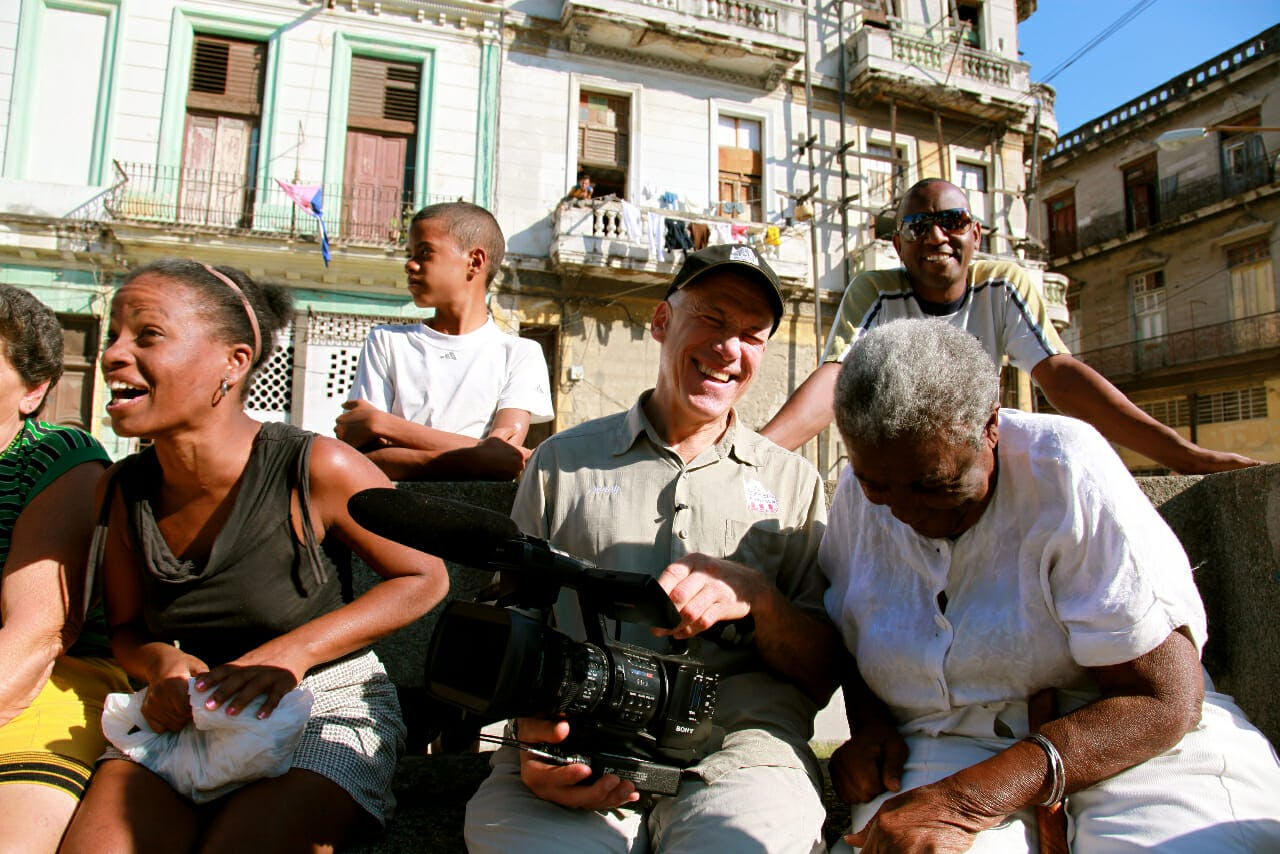 netflix original documentary : cuba and the cameraman