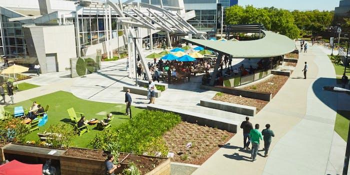 Google Campus, Googleplex 3, outdoor hangout area with people walking