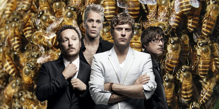 Matchbox 20 in front of a swarm of bees