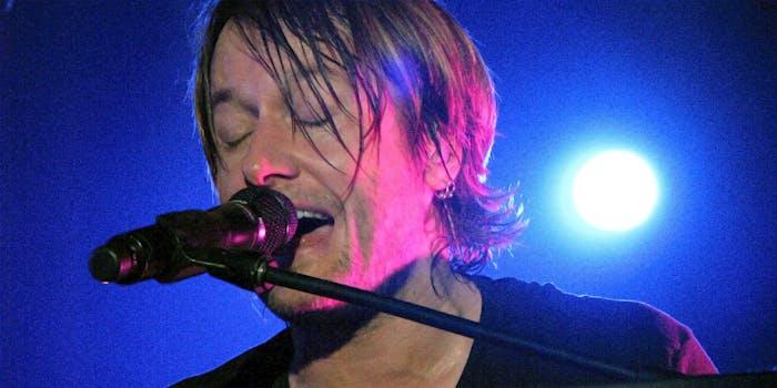 Keith Urban singing