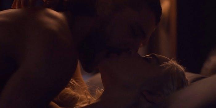 Jon Snow and Danaerys Targaryen kissing