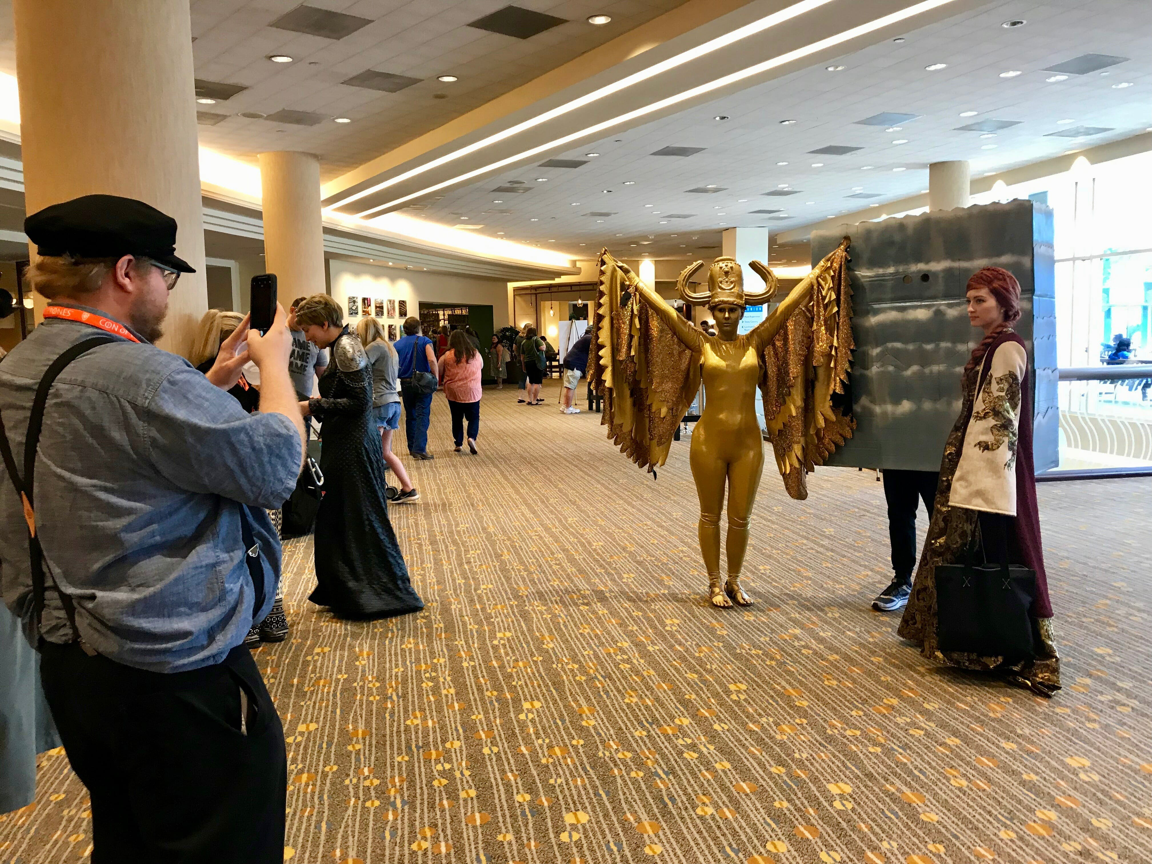 game of thrones cosplay - con of thrones grrm wall harpy sansa