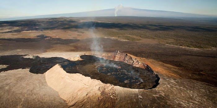 kilauea hawaii volcano erupts