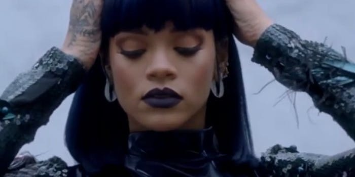 If Rihanna is sporting pencil-thin eyebrows, the trend could be making a comeback.
