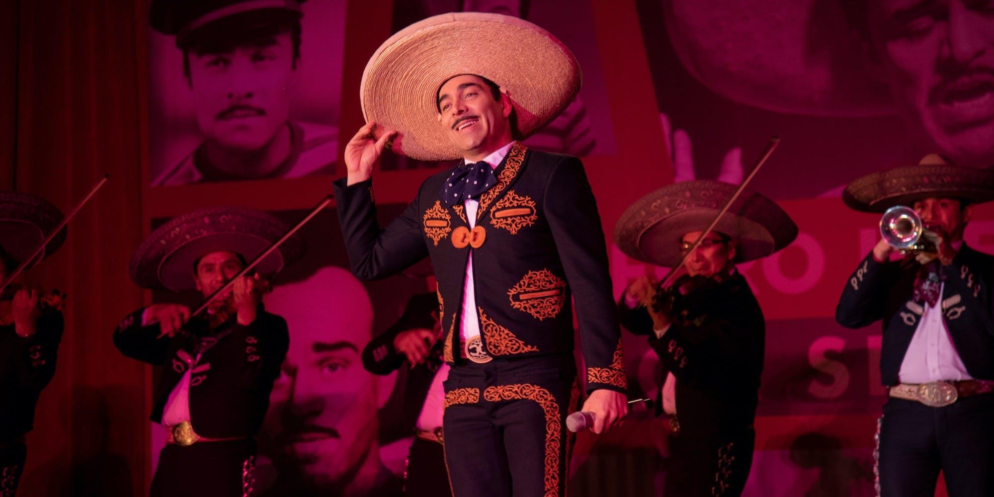 Still from the musical Como Caído del Cielo on Netflix.