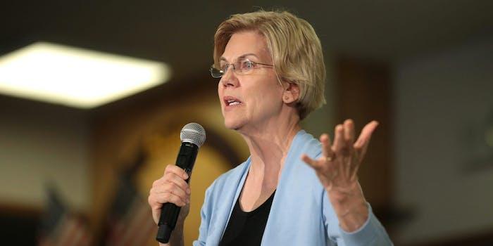 Elizabeth Warren Ban Private Prisons