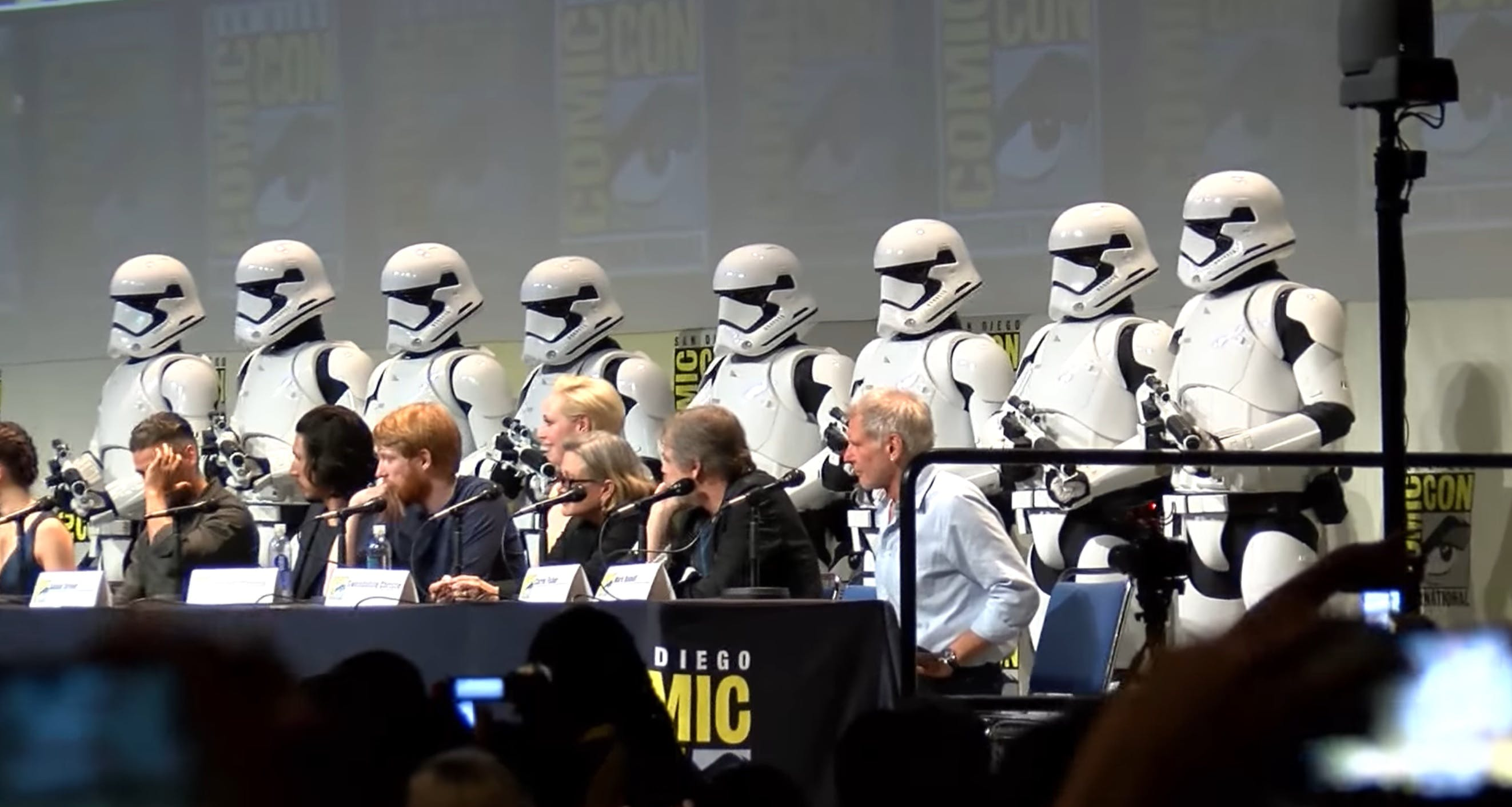 how to stream comic con panels online