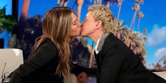 ellen kissing jennifer aniston