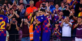 luis suarez how to stream barcelona vs real valladolid live