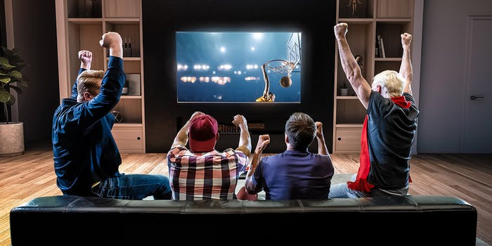 fans watching 4k live sports