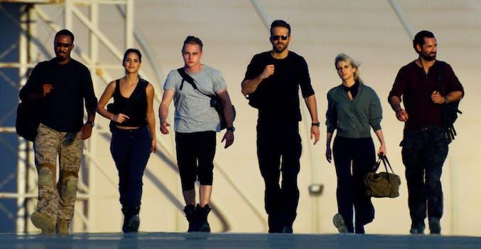Corey Hawkins, Adria Arjona, Ben Hardy, Ryan Reynolds, Mélanie Laurent, Manuel Garcia-Rulfo in 6 Underground