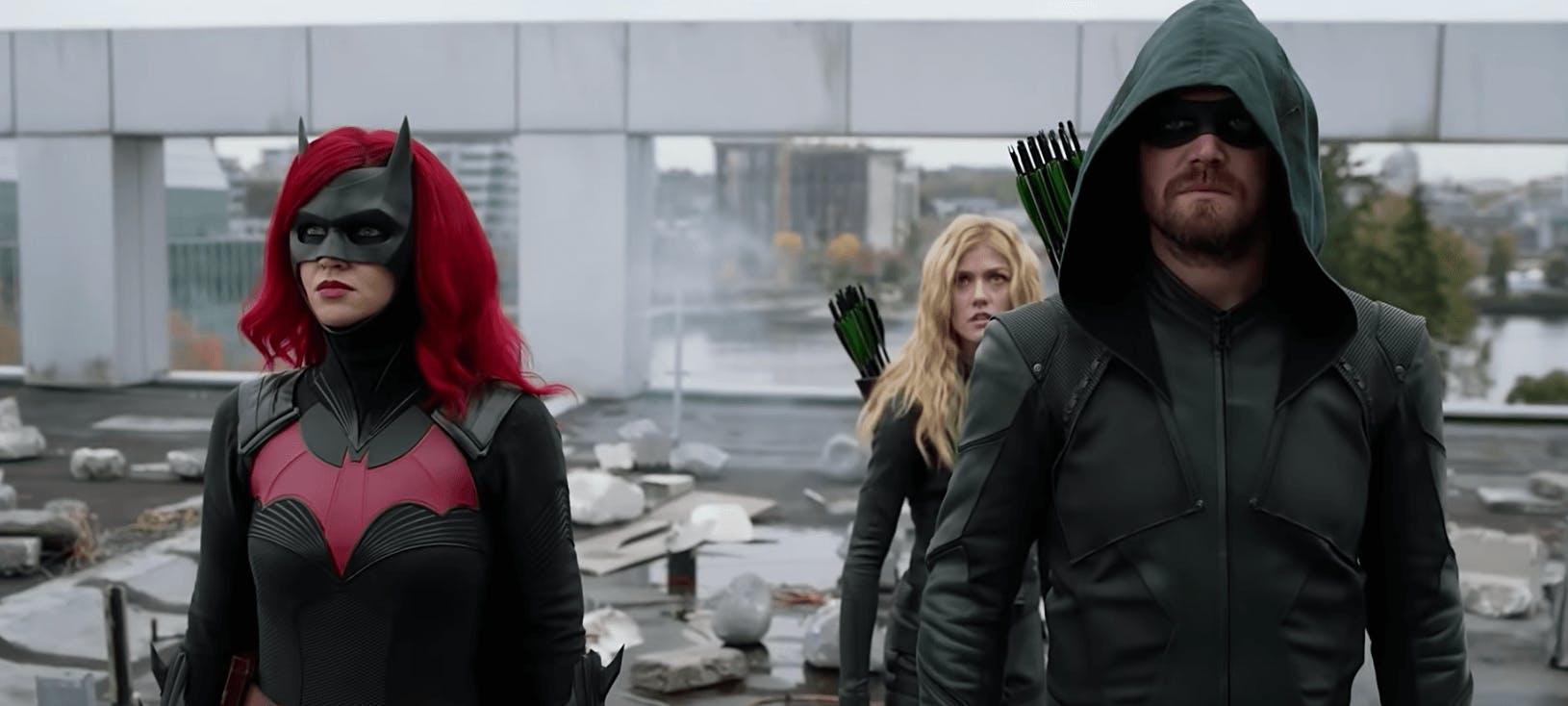 crisis on infinite earths arrow batgirl cw