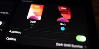 dark mode option on ipad