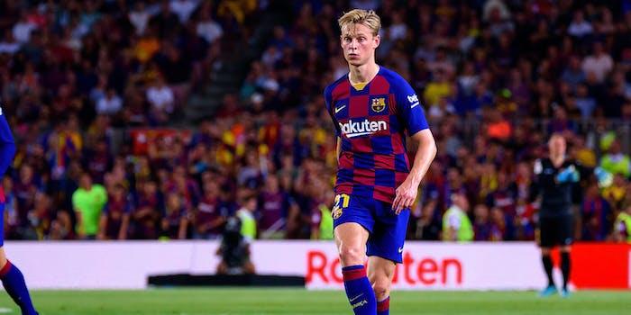 Frenkie de Jong playing with Barcelona