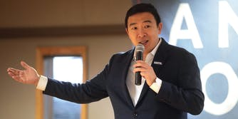 Andrew Yang Suspends Campaign