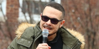 shaun king on microphone
