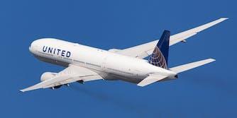 man dies covid flight viral tweets
