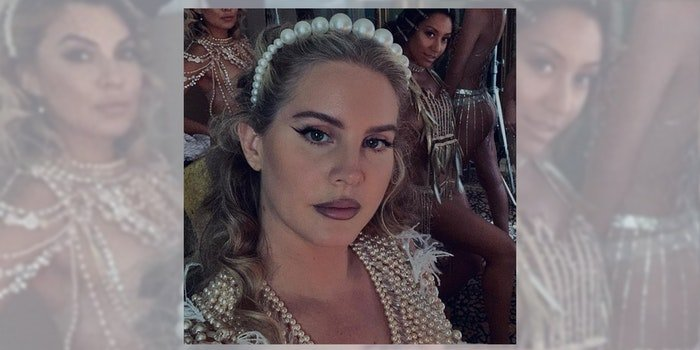 lana del rey with women in background