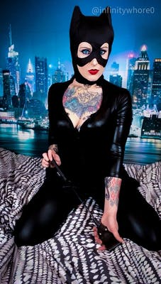A catwoman cosplay on r/gwcosplay