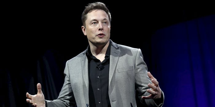 Elon Musk announces he's leaving Twitter