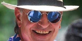 Bill de Blasio wearing sunglasses.