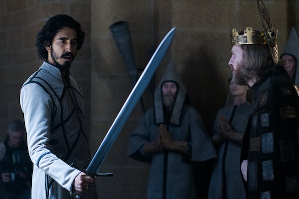 gawain (left) holding a sword as king arthur (right) looks on