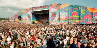 a crowd from Woodstock 99