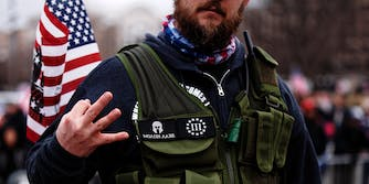 """man with """"Molon Labe"""" and 3% patch makes 3% hand sign at Trump rally"""
