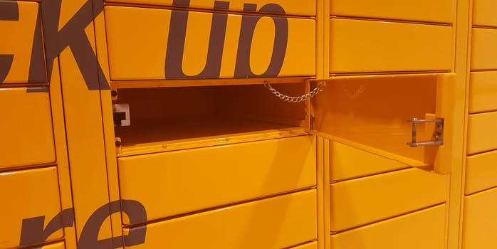 what is amazon locker? How does amazon locker work?