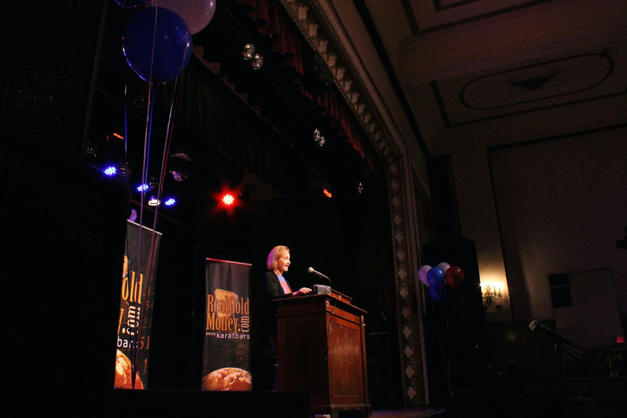 Lyn Ulbricht on stage