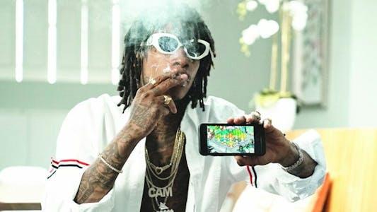 Wiz Khalifa holds game