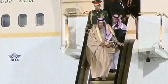King Salman's escalator malfunctions on the runway
