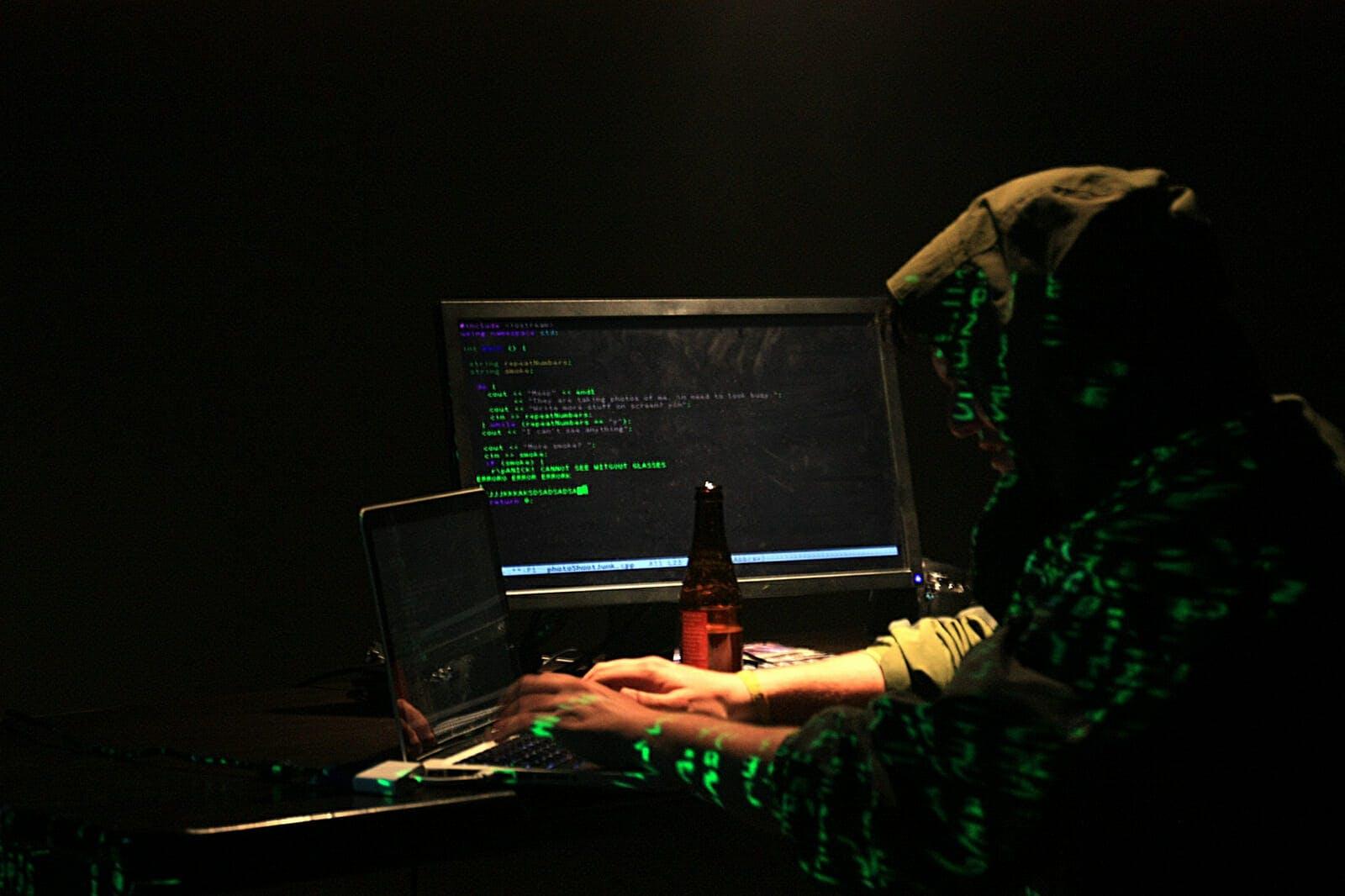 what is white hat hacker vs black hat hacker