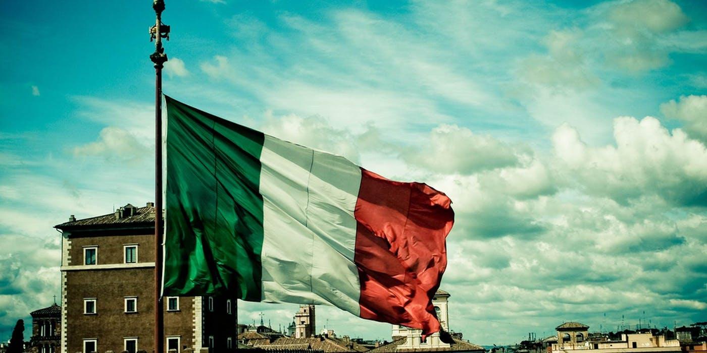 Italian police arrest members of Webs biggest white