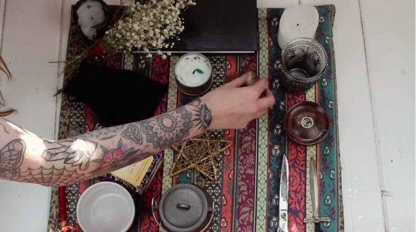 wiccan beliefs : wiccan altar