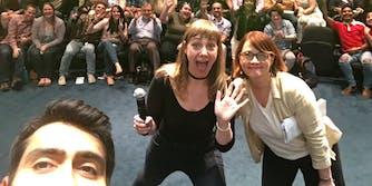 the big sick: kumail nanjiani takes selfie