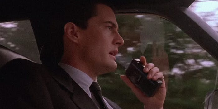 How to watch Twin Peaks online : Detective Cooper dictating to his secretary, Diane