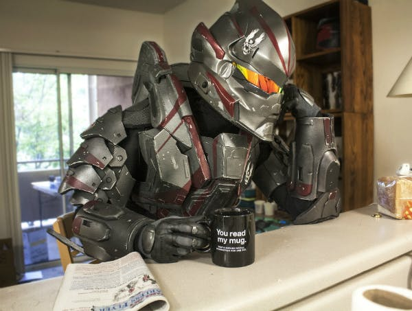 A Spartan super-soldier from Halo, dressed in Hayabusa-style armor, having his morning coffee. Armor via Impact Props.
