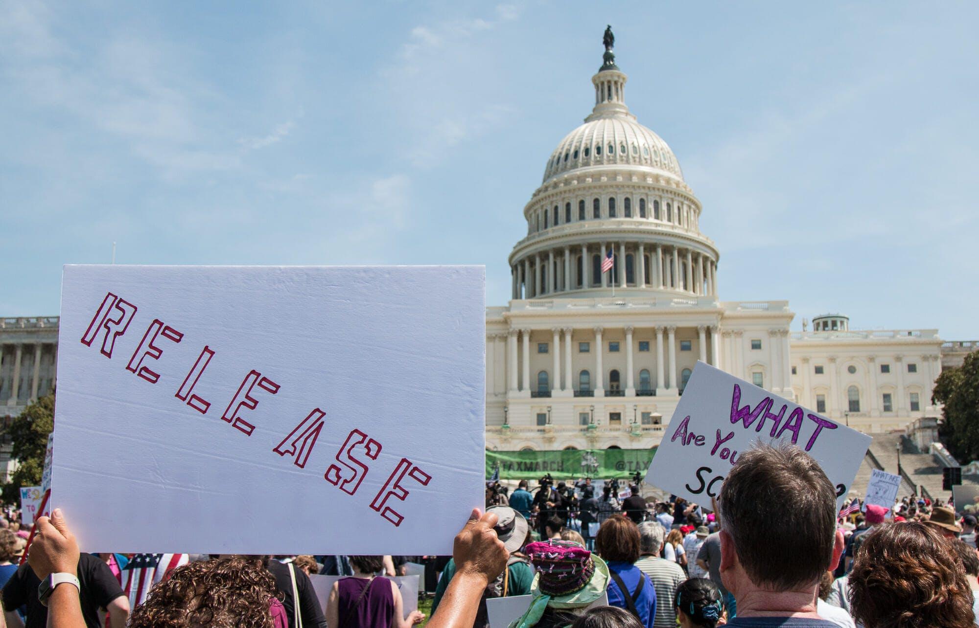 Trump tax day protest