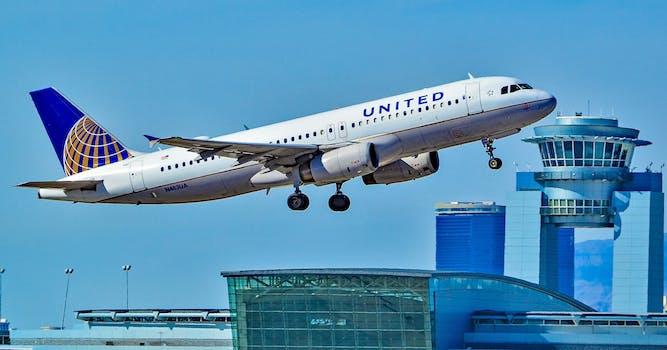 united plane taking off in las vegas