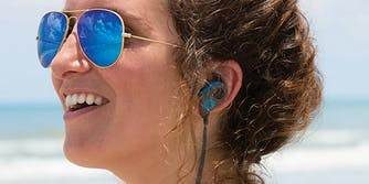 water resistant bluetooth earbuds