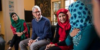 Tim Cook, Malala Yousafzai sit with students