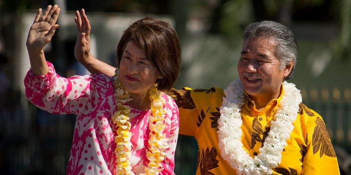 hawaii governor, twitter, missile crisis