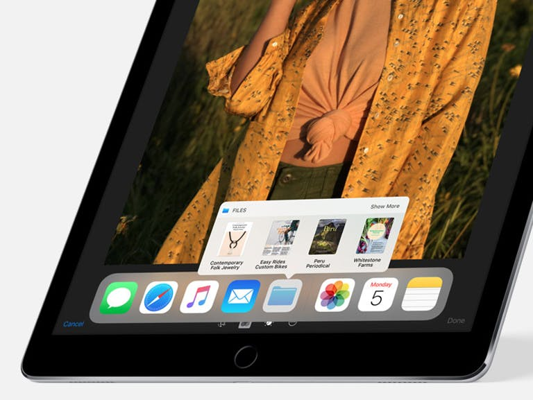 ios 11 features : Close up of the dock in iOS 11 on iPad