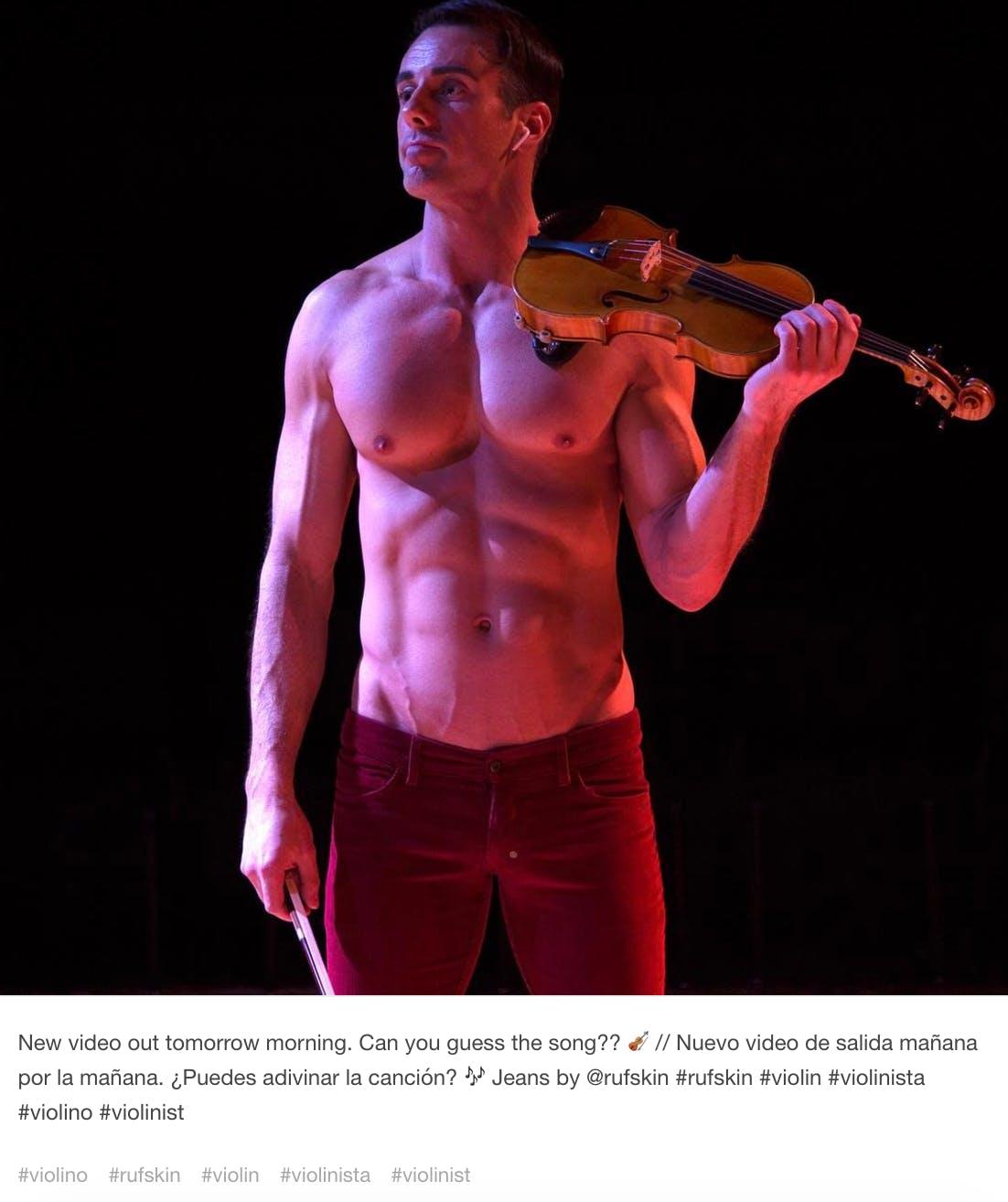 gay tumblr : the shirtless violinist