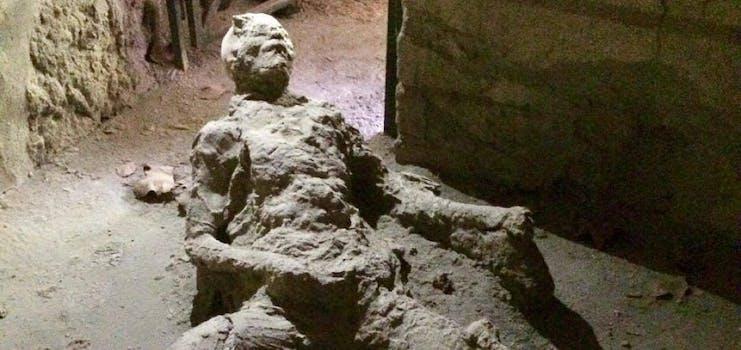 pompeii masturbator dead body caught in vesuvius eruption