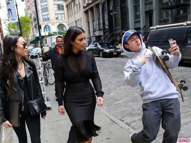 kim_kardashian_photobomb