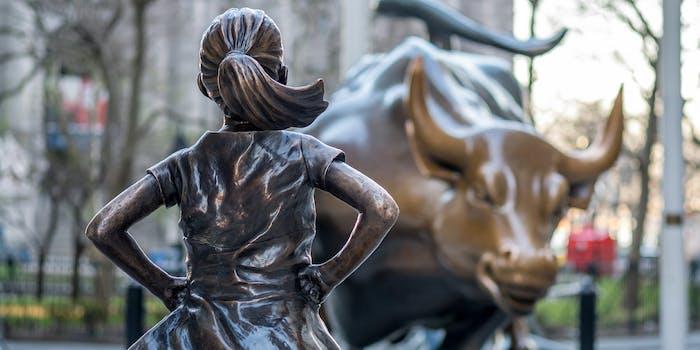 Fearless Girl statue near Wall Street bull
